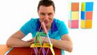 Vorschaubild 'André baut ein Kartenhaus'