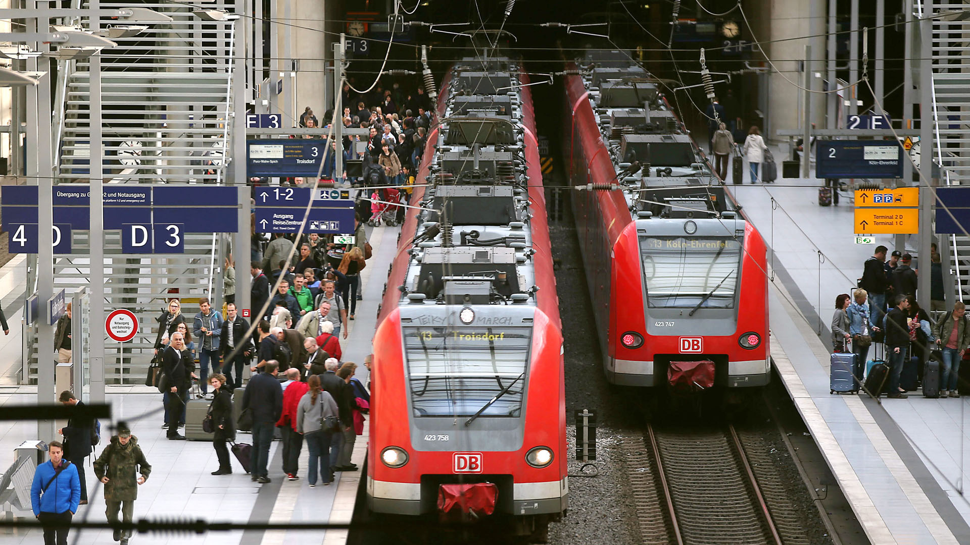 Einfahrende Züge