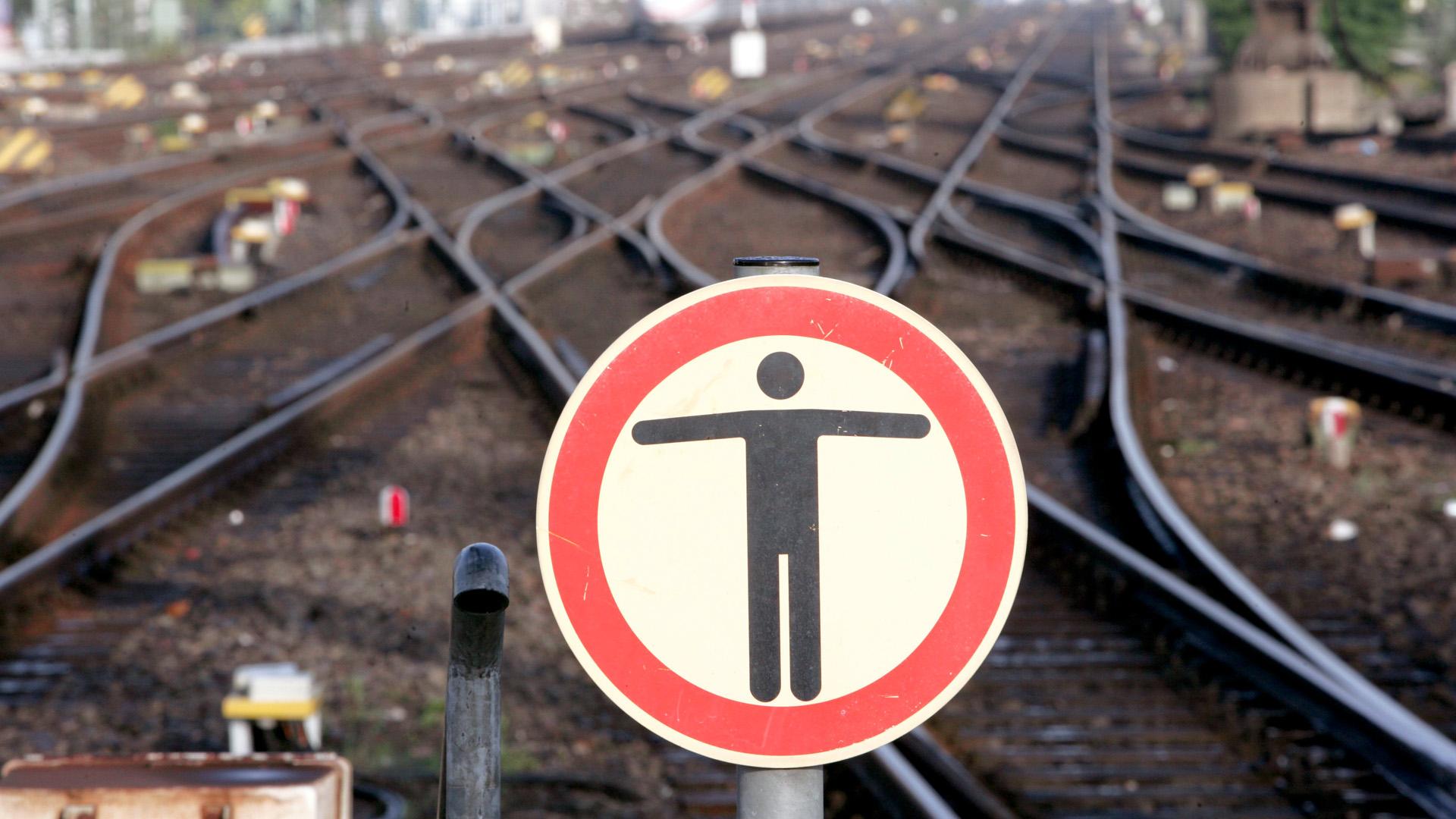 Betreten Verboten Schild Gleise