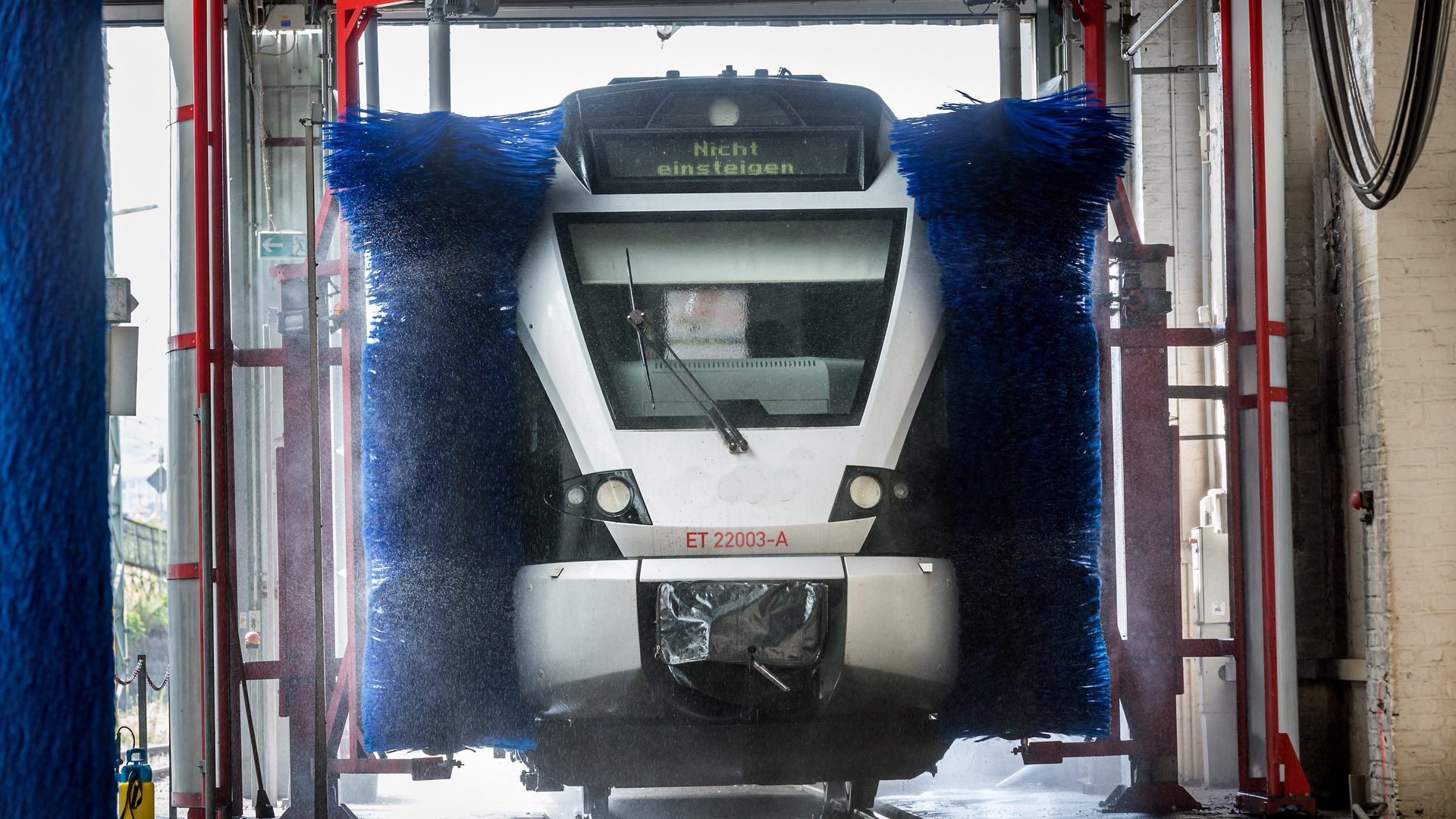 Zug wird gewaschen